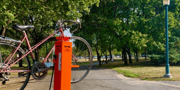 Deux nouvelles stations de réparation de vélo à Saint-Léonard