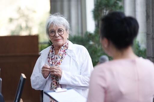 La mairesse de Montréal décerne le titre de citoyenne d'honneur à Mme Louise Forestier